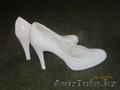 продам белые лакированные туфли